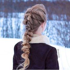 WEBSTA @ fashionistaoverdose - Eu amei esse penteado! ✨ E vocês!?.....#hair #cabelo #cabelos #cabelotop #cabelosdivos #cabeloliso #cabelonovo #cabelolongo #ombrehair #ombre #ombrehairstyle #cabeloloiro #loiro #loira #loiras #louro #loiroplatinado #loiros #loirão #instahair #cabeloslindos #cabelolindo #hairdo #penteado #penteados