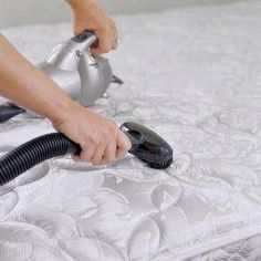 Cleaning a mattress containing urine (hydrogen peroxide, baking soda, water mixture)