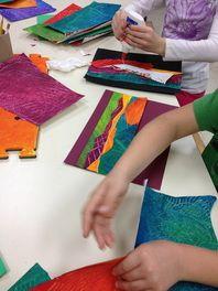 Tutkitaan maisemakuvaa/taidekuvaa tms. Poimitaan kuvan värit ja sekoitetaan niitä. Tehdään väripapereita esim. erilaisten telojen avulla. Sen jälkeen rakennetaan maisema väripaperien avulla tai tehdään kokonaan uusi taideteos, jossa tutkitun taideteoksen värit lähtökohtana.