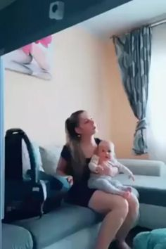A new mothers muscle memory. Really Funny, Funny Cute, Hilarious, Funny Videos, 9gag Amusant, Mom Brain, Muscle Memory, Picture Fails, Mom Humor