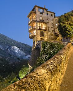 Casas colgadas / Hanging houses (Cuenca) Spain I'd love to see this in person! Oh The Places You'll Go, Places Around The World, Places To Travel, Places To Visit, Around The Worlds, Cuenca Spain, Cuenca Ecuador, Beautiful World, Beautiful Places