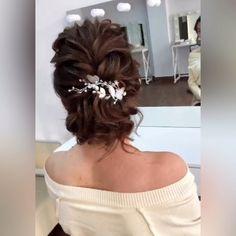 Bridal hair accessories with silk butterflies. Bridal hair vine something blue wedding hair piece. Wedding Bun Hairstyles, Hairdo Wedding, Elegant Wedding Hair, Hair Comb Wedding, Wedding Hair Pieces, Blue Wedding, Bridal Hair Updo Vintage, Bridal Hair Half Up, Bridal Hair Vine