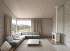London based architecture firm John Pawson designed this gorgeous 'Life House' project. From the beginning, the thinking behind the Life House was an uncompromisingly modern design where it would be p John Pawson, Interior Minimalista, Design Minimalista, Interior Architecture, Interior And Exterior, Interior Design, Architecture Life, Ancient Architecture, Sustainable Architecture