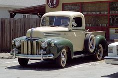 1940 Ford. I would freak if this was mine. All mine. I would be the happiest redneck this planet has seen. -TwentyGauge