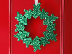 DIY Mint Chocolate Wreath guide from #FNMag for the #EasiestHolidayEver