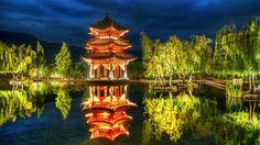 Un tempio di Lijiang illuminato