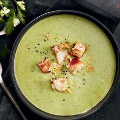 Recette de potage au brocoli et aux poireaux Broccoli Soup Recipes, Healthy Soup Recipes, Easy Salads, Healthy Salad Recipes, Vegetarian Recipes, Vegetarian Vegetable Soup, Vegetable Soup Crock Pot, Vegetable Recipes, Crock Pots