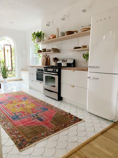 Scalloped Tile and Heirloom Stained Glass Make This Kitchen Remodel Look Expensive - Modern Kitchen Decor, Scallop Tiles, Glass Kitchen, Kitchen Flooring, White Kitchen Tiles, Kitchen Remodel, Kitchen Renovation, Kitchen Design Trends, Kitchen Floor Tile