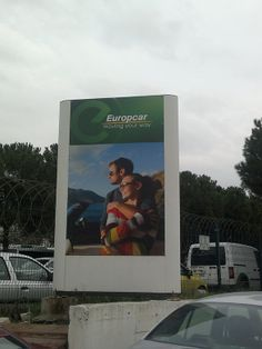 Plon totem europcar için özel olarak tasarlanıp üretilmiş olup üzerine folyo baskı yapılarak dikkatleri üzerine çekmeyi başaramıştır. http://www.boranreklam.com/tabela/totem-tabela/