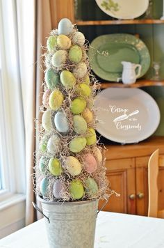 18 Unique Easter Egg Tree Ideas to Add More Color to Your Home Easter Arts And Crafts, Spring Crafts, Holiday Crafts, Easter Tree, Easter Wreaths, Diy Osterschmuck, Diy Crafts, Egg Tree, Diy Ostern