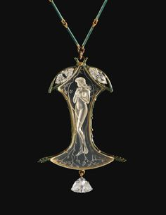 RENÉ LALIQUE 1860 - 1945 COLLIER, VERS 1905 A ROCK CRYSTAL, ENAMEL, DIAMOND AND GOLD PENDANT NECKLACE BY RENÉ LALIQUE, CIRCA 1905. SIGNED AND WITH MAKER'S MARK