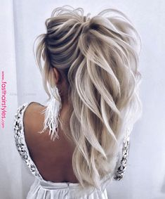 We Are Obsessing Over This High Textured Pony By Alena - We Are Obsessing Over This High Textured Pony By Alena__famina Bridesjournal Hair Wedding Bridalhair Inspo Inspiration Bridetobe More Information Find This Pin And More On Hair Clothe Braided Bun Hairstyles, Bride Hairstyles, Cool Hairstyles, Hairstyles Videos, Wedge Hairstyles, Teenage Hairstyles, Hairstyles 2018, Formal Hairstyles, Vintage Hairstyles
