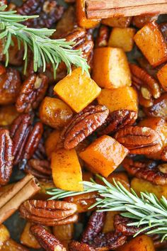 Cinnamon Pecan Roasted Butternut Squash - Easy, simple, sweet and just so stinking good! And you can serve this with anything and everything! Thanksgiving Vegetables, Vegan Thanksgiving, Thanksgiving Side Dishes, Thanksgiving Prayer, Thanksgiving Appetizers, Thanksgiving Outfit, Thanksgiving Crafts, Thanksgiving Decorations, Best Butternut Squash Recipe