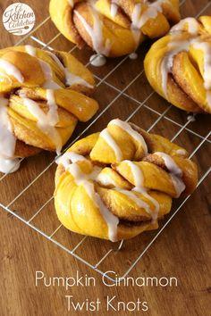 Pumpkin Cinnamon Twist Knots -- Add this recipe to your favorite fall breakfast list! Fall Breakfast, Breakfast Recipes, Dessert Recipes, Breakfast Ideas, Pumpkin Recipes, Fall Recipes, Scones, Cinnamon Twists, Cinnamon Rolls