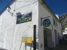 Quesos Oliva la conocida fábrica de quesos ecológicos de Villaluenga acaba de abrir nuevo establecimiento en la población. Es un pequeño despacho situado junto a la carretera, para que sea más fácil comprar sus preciados quesos. Más información en Cosasdecome. http://www.cosasdecome.es/agenda/quesos-oliva-abre-una-nueva-tienda-con-sus-productos-en-villaluenga/#.VMyhvS5UV6I
