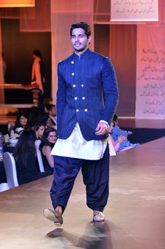 Manish Malhotra' 'Men for Mijwan' with Bollywood Heroes Mens Indian Wear, Mens Ethnic Wear, Indian Groom Wear, Indian Men Fashion, Blazer For Men Wedding, Wedding Outfits For Groom, Wedding Dress Men, Wedding Suits, Indian Engagement
