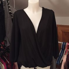 LAST ONEBlack twist front top Also available in small! ⬇️ comment to be tagged Boutique Tops Blouses