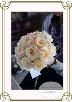 JFLA Fresh Flower Diploma Class.フレッシュフラワー認定資格のレッスン風景です。ワイヤリングブーケを習得する事でブーケの大きさを自由自在に変える事が可能に。