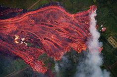 Amazing Photos of World - May 19 – Lava from the Kilauea volcano approaches a home in Pahoa, Hawaii. The Boston Globe, Mount Nyiragongo, Hawaii Volcano, Lava Flow, The Washington Post, Big Island, Natural Wonders, The Guardian, Mother Nature