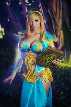 Blood Elf Priest (World of Warcraft) by Lindsay Elyse, Photo by Martin Wong