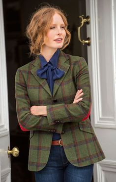 Tartan jacket with elbow patches Preppy Outfits, Date Outfits, Preppy Style, Fashion Outfits, My Style, Womens Fashion, Tartan Fashion, Mode Style Anglais, New Yorker Mode