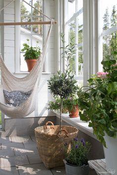 www.sommarbacka.fi Outdoor Rooms, Outdoor Living, Outdoor Decor, Porch Veranda, Best Indoor Plants, Decks And Porches, Patio Roof, Terrace Garden, Cottage Style