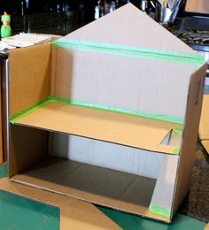 Conexión de plantas con cinta de rana, Caja de cartón Toy Doll House por Little roja de la ventana