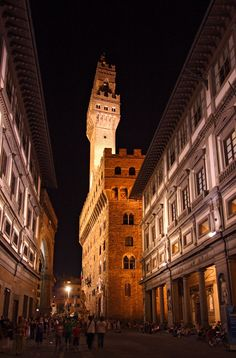 Palazzo Vecchio, a fortress/palace, one of de most impressive buildings n today de Town Hall of de city n oso a museum of Florence, Tuscany_ Italy