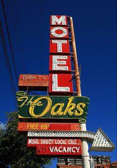 Oaks Motel ~ Oakland, CA