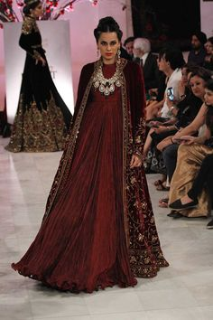 Rohit Bal at India Couture Week 2016 Pakistani Couture, Indian Couture, Pakistani Outfits, Indian Outfits, India Fashion, Asian Fashion, London Fashion, Indian Attire, Indian Wear
