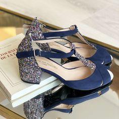Salomé en velours bleu marine et grosse paillette multicolore, talon 6cm Bleu Marine, Purses, Heels, Fashion, Beautiful Things, Custom Shoes, Blue Shoes, Blue Velvet, Smooth Leather