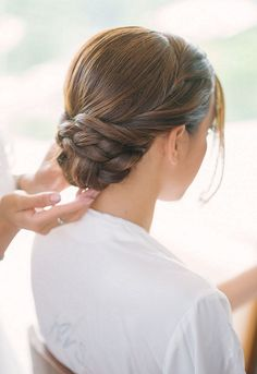 Were You Aware That Happily Ever After Starts On A Beach In Thailand hochzeitsfrisuren photo 2019 The perfect braided low bun wedding hair style. Low Bun Wedding Hair, Wedding Hair And Makeup, Wedding Updo, Bride Makeup, Homecoming Hairstyles, Wedding Hairstyles, Quinceanera Hairstyles, Hairstyles 2018, Celebrity Hairstyles