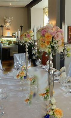 Blumenkugel an Silberleuchter gesteckt in pastelltönen, Hochzeit Villa Borgnis in Königstein
