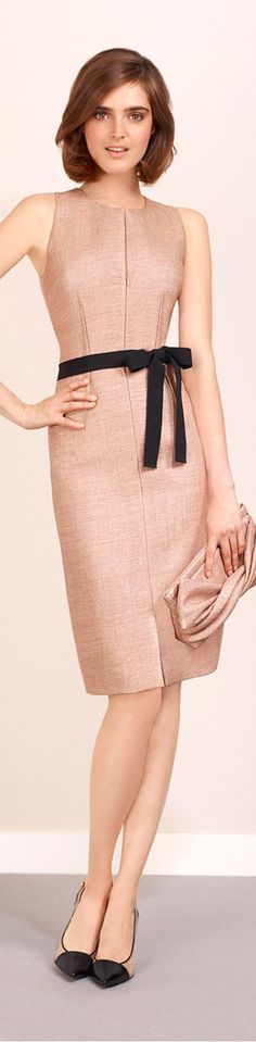 Sleeveless dress in raffia canvas. Back in blush-coloured stretch cotton piqué. Removable belt in black grosgrain. Darts to front and back. Office Fashion, Business Fashion, Daytime Dresses, Evening Dresses, Decoration Chic, Look Office, Mode Chic, Over 50 Womens Fashion, Business Dresses