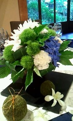 Greens, Neutrals, pop of color! Japanese Wedding, Japanese Modern, Centerpiece Decorations, Flower Decorations, Wedding Bouquets, Wedding Flowers, Wedding Girl, Green Flowers, Wedding Coordinator