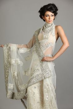 I WANT THIS SAREE!!!! Not sure where I'll wear it but who cares.