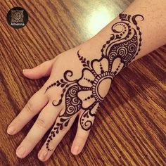Mehndi design makes hand beautiful and fabulous. Here, you will see awesome and Simple Mehndi Designs For Hands. Mehndi Designs For Girls, Mehndi Designs For Beginners, Mehndi Designs For Fingers, Beautiful Henna Designs, Latest Mehndi Designs, Simple Mehndi Designs, Bridal Mehndi Designs, Bridal Henna, Beautiful Mehndi