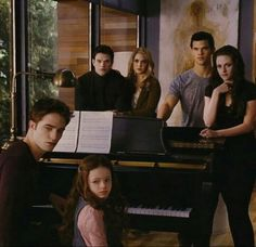 Find images and videos about twilight, edward cullen and breaking dawn on We Heart It - the app to get lost in what you love. Twilight Saga Quotes, Twilight Saga Series, Twilight Edward, Twilight Breaking Dawn, Breaking Dawn Part 2, Twilight New Moon, Twilight Series, Twilight Movie, Twilight Renesmee