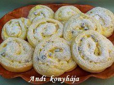 Pudingos-túrós csiga Hungarian Desserts, Hungarian Recipes, Hungarian Food, Bread Recipes, Cooking Recipes, Spring Rolls, Bread Rolls, Superfoods, Bagel