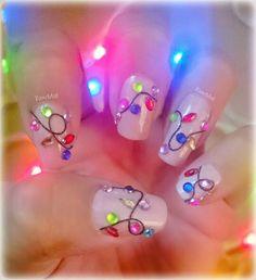 Mis uñitas #luces de #navidad con #hilo y #apliques #nail #art #diy #christmaslights #foquitos #christmas #texture