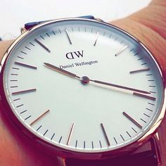 Up close and personal with the minimalistic and clean Daniel Wellington timepiece. #wotd #closeup #watch #lotd #classy #preppy #dapper