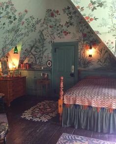 Attic bedroom with handmade wallpaper and vintage furnishings Atti. - Attic bedroom with handmade wallpaper and vintage furnishings Attic bedroom with handmade wallpaper and vintage furnishings Handmade Wallpaper, Trendy Wallpaper, Beautiful Wallpaper, Decoration Design, Restroom Decoration, My New Room, House Rooms, Cozy House, Cozy Cottage