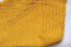 Rétrécit du talon Knitting Stitches, Knitting Socks, Knitted Hats, Knitting Patterns, Cable Needle, Cable Knit, Stockinette, Sock Yarn, Needles Sizes