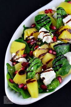 Salata cu spanac, ananans si feta - CAIETUL CU RETETE Salad Recipes, Healthy Recipes, Healthy Food, Pear Salad, Cobb Salad, Food And Drink, British, Diet, Recipes