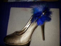 A shoe I sprayed with Kobra gold spray ,added a few feathers and a brooch, it became a wine bottle holder.