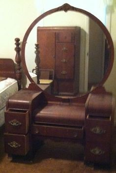 1000 images about vintage bedroom on pinterest chenille for Antique vanity with round mirror