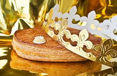 Galette des rois, french kingcake with a golden crown. Almond Pastry, Italian Cake, Golden Crown, Paper Crowns, Cake Servings, Epiphany, Gingerbread Cookies, Fun Facts, Cream