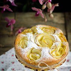 Una mela 🍎 al giorno toglie il medico di torno. Io la mia mela giornaliera la metto su una LEGGERISSIMA e SOFFICE tortina🎂 SENZA BURRO al profumo di cannella..va bene lo stesso?😬 TORTA DI MELE 🍎 ALL'ACQUA 👉🏻Link IN BIO per la ricetta SEMPLICISSIMA con foto 📷passo a passo! 😋#bloggalline #lavitainunoscatto #colazioneitaliana #ifoodit #dolce_salato_italiano #instadaily #instagrammer #instalikes #incucinaconleinstamamme #secucinatevoi #scatticolorful #openkitchen #foodaddict…