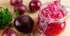 Quick Pickled Red Onions to Brighten the Season's Best - 31 Daily Cucumber Canning, Pickling Cucumbers, Marinated Cucumbers, Pickled Cauliflower, Cauliflower Recipes, Ketchup, Vinaigrette, Red Onion Recipes, Jalapeno Recipes