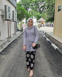 Model Kebaya Muslim, Kebaya Modern Hijab, Model Kebaya Modern, Kebaya Hijab, Kebaya Brokat, Dress Brokat, Kebaya Lace, Kebaya Dress, Batik Kebaya